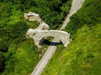 1577575126_ruiny_zamku_w_ossolinie.jpg