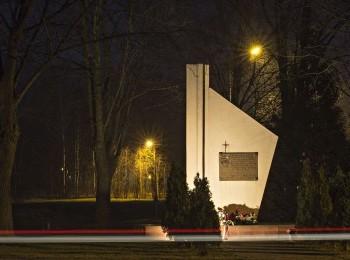 1614974668_pomnik_pomordowanym_w_czasie_ii_wojny_swiatowej_mieszkancom_msc._skarzysko_koscielne_fot.___kopia.jpg
